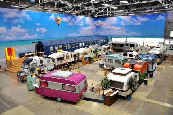 vintage travel trailers and vintage campers. Black Bedroom Furniture Sets. Home Design Ideas